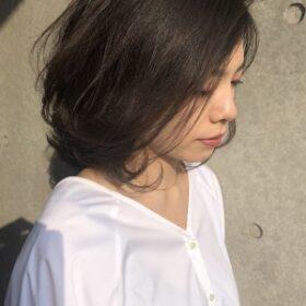 jille-かきあげる仕草も美しく見えるダークトーンのミディアムスタイル