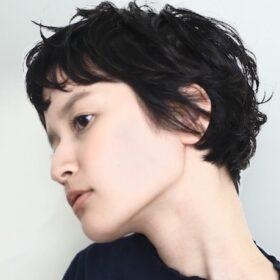 partil-くせ毛風の黒髪ベリーショート