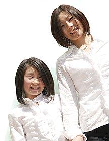 GRAZIE_due-微笑む二人の女性
