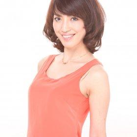 MISS_オレンジ服の女性