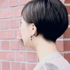 703-後ろから見ても綺麗な黒髪ショートヘア