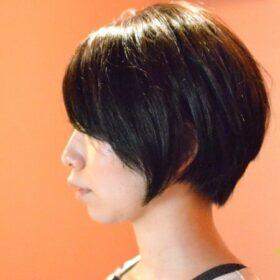 muna-横から見ても綺麗な黒髪のショートスタイル