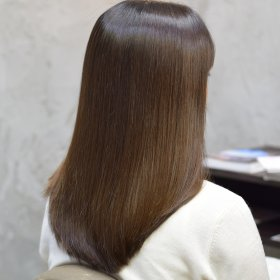 イレスのストレートヘアの写真1