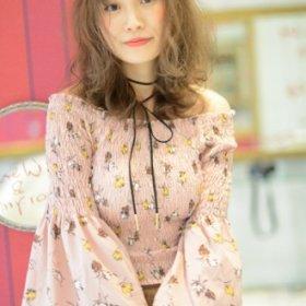 ガーリーな服に似合う、明るいトーンのミディアムスタイルのレイヨコハマスタイル写真
