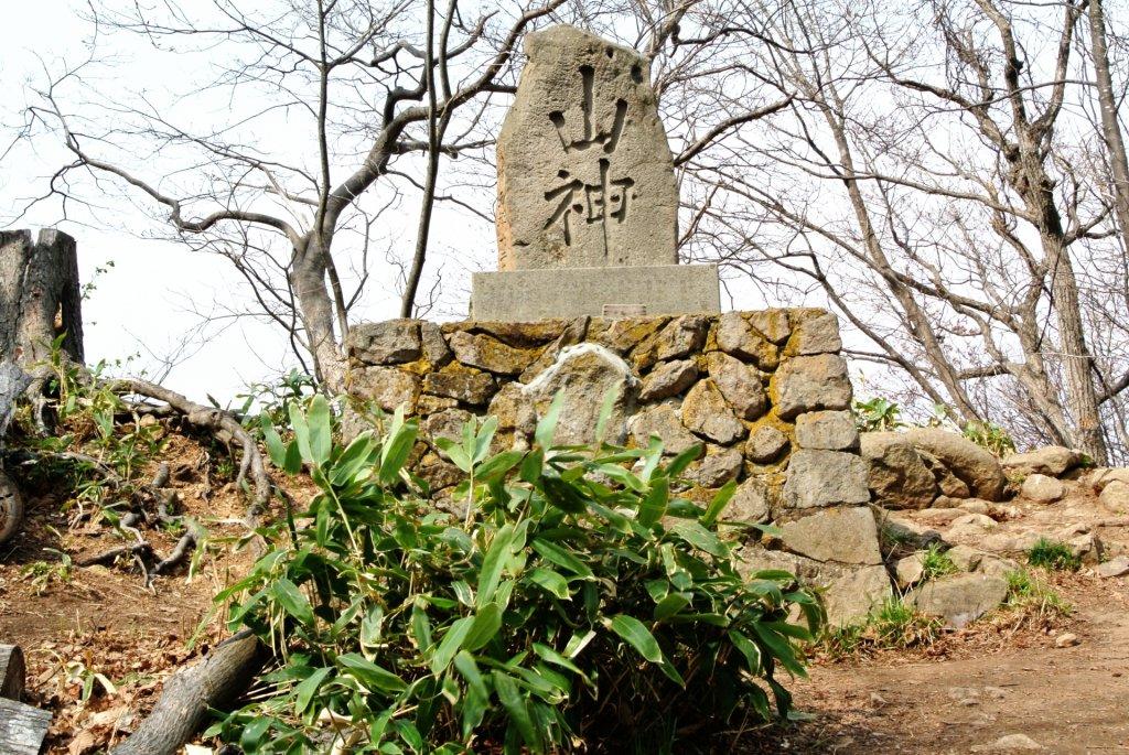 maruyama-history-山神と刻まれた石碑