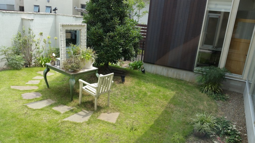 color-オリガミの中庭
