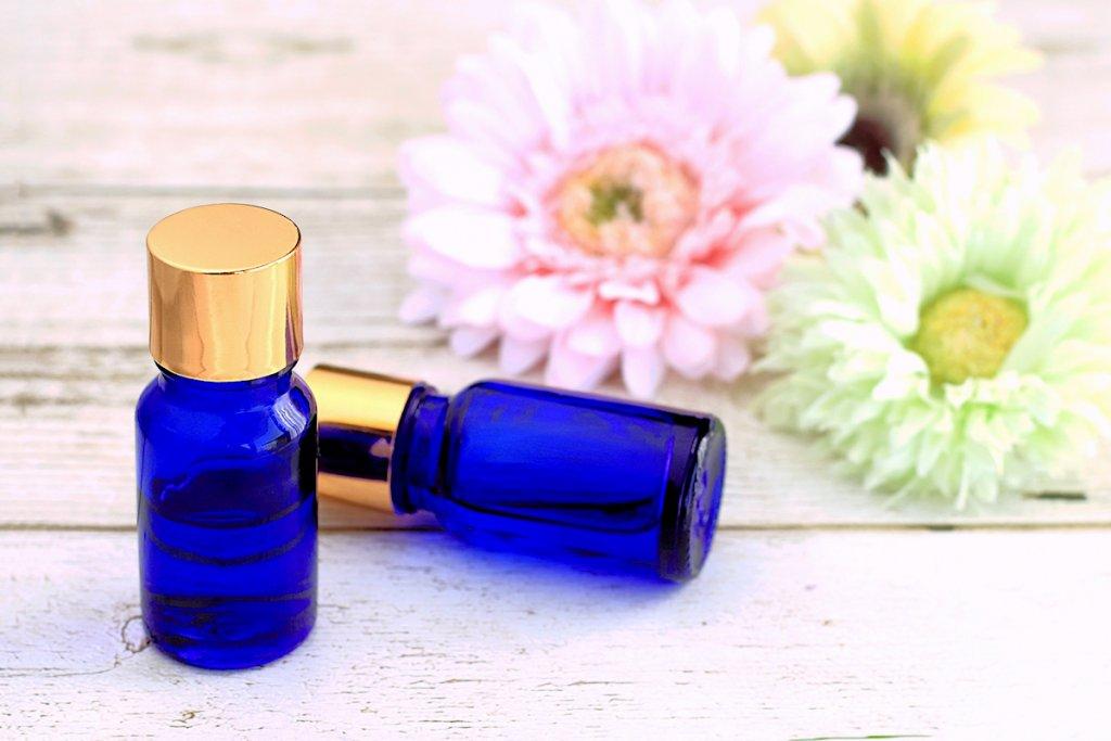 hena-花とボトル
