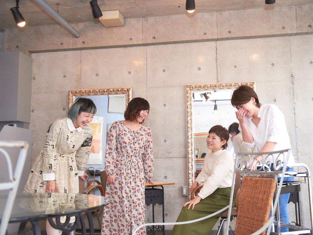 アンピアンスの女性スタッフ4名の写真